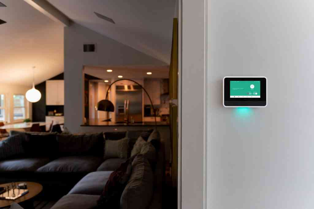 vivint home security smart hub